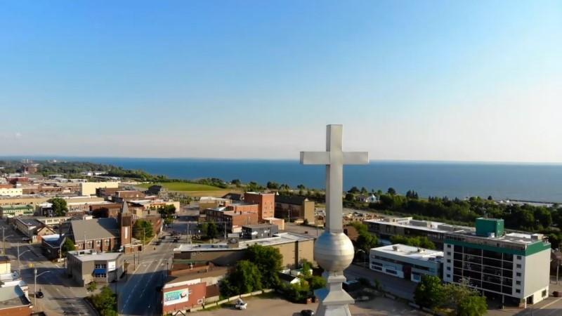 Норт-Бей. Вид на город с высоты шпиля местной церкви.