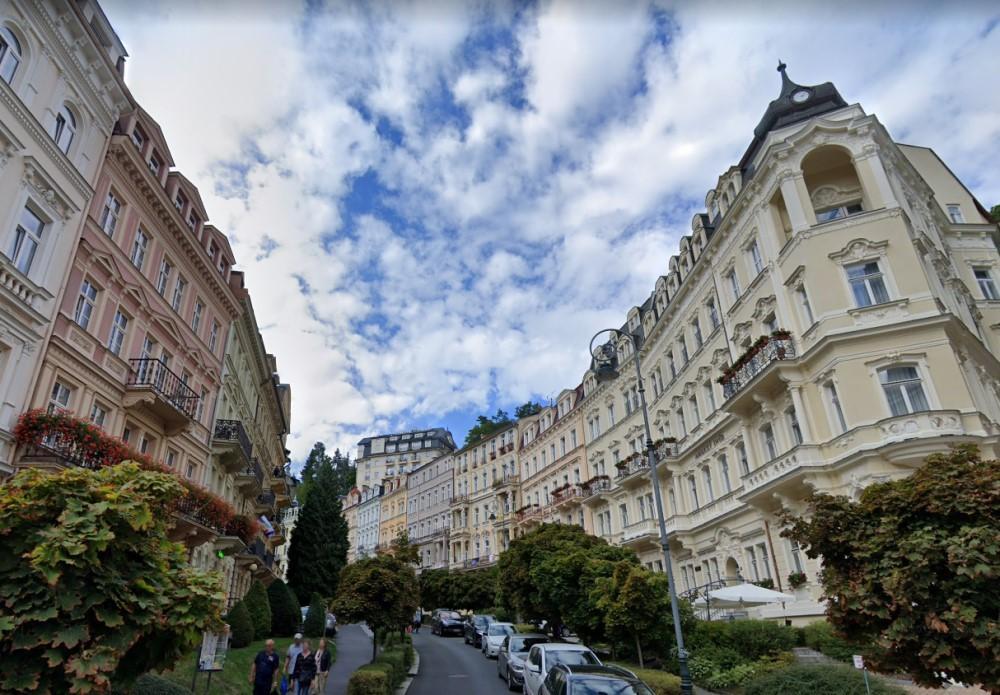 Карловы Вары славятся как курорт лечебных минеральных вод, но и архитектурная красота этого города неоспорима